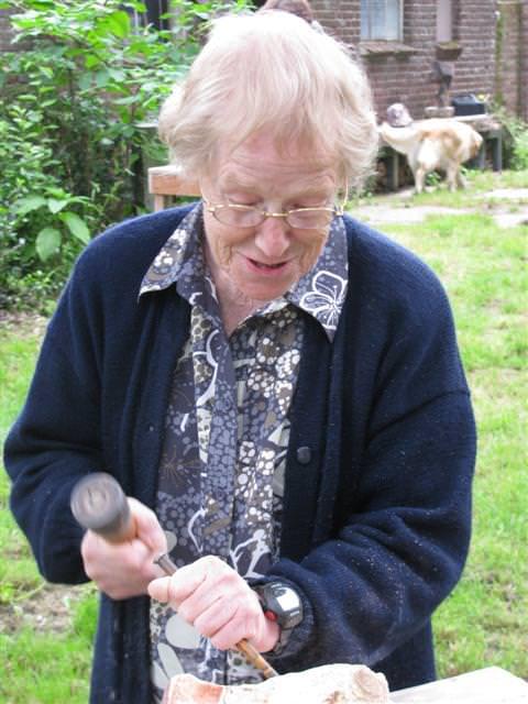 Lenie Schoonhoven in volle actie