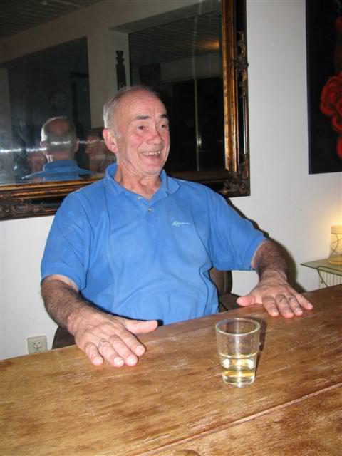 en Johan Bakker de tafel ais trommel gebruikt…