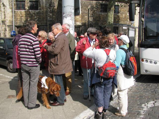 Aangekomen in Gent maakt iedereen een praatje met elkaar