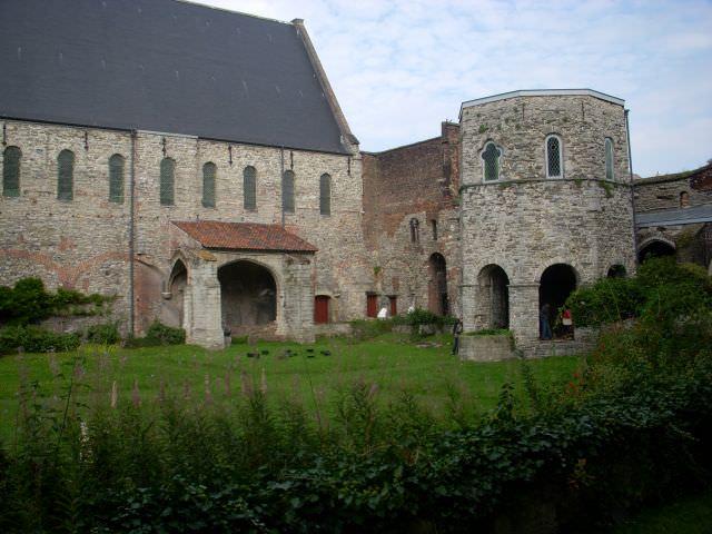 Overzicht van de abdij binnenplaats