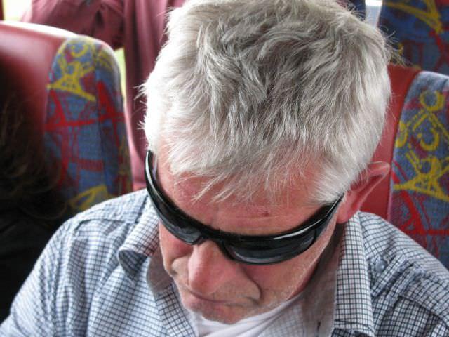 Zelfs Jan Laan - die in het weekend zijn stem was kwijt geraakt - legt zijn moede hoofd ter ruste…