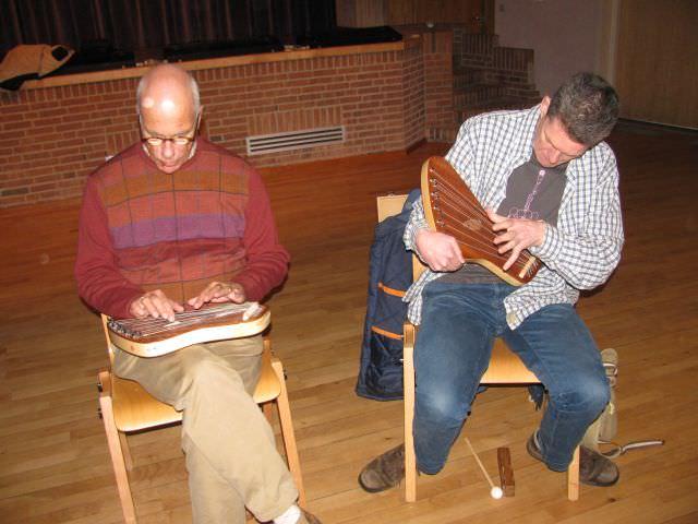 Stephan van Huisseling en Jos Remmerswaal druk aan het oefenen
