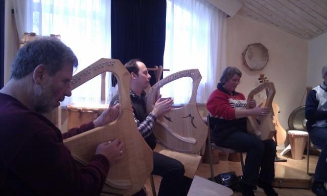 Dick van der Maat, Marcel Snel en Janneke de Groot - Sweers zijn druk aan het oefenen op de lier