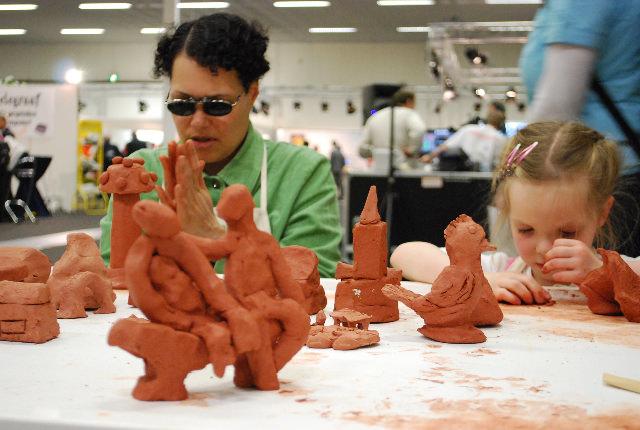 Er wordt druk gewerkt aan de maquette, de stad krijgt langzaam vorm