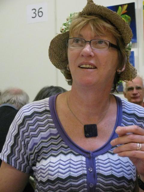 Anja Dassen luistert aandachtig naar de trekking