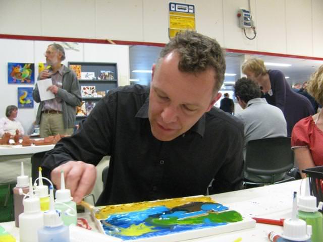 Schilderijen maken zonder kwast maar met paletmes…