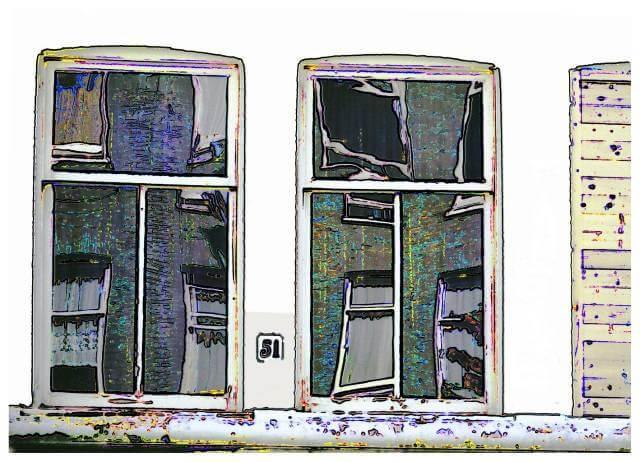 Reflecties in ramen, één raam dicht