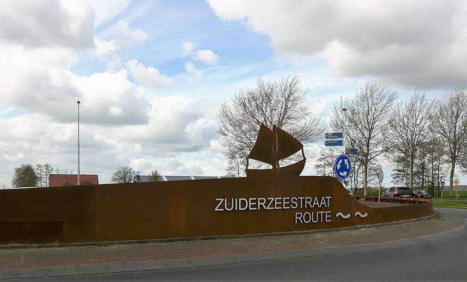 Kunstwerk op rotonde Elburg, Botter