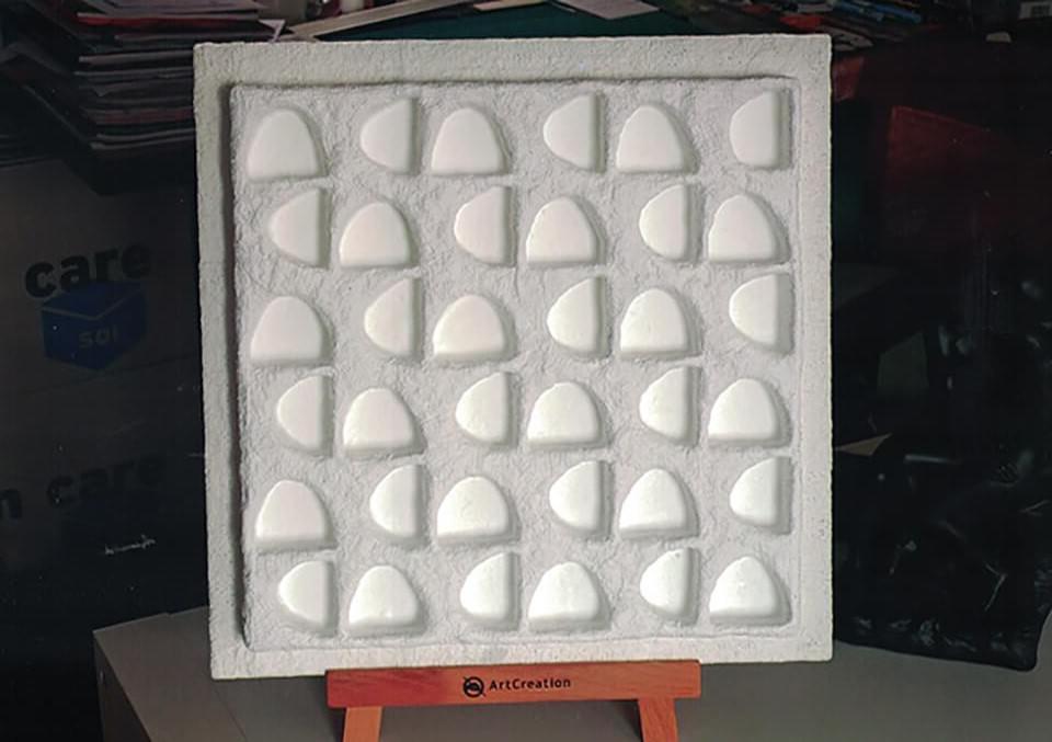 Stabiel stukje stilteReliëfOnderdeel van drieluik35 x 35Diverse materialen/Gemengde techniek